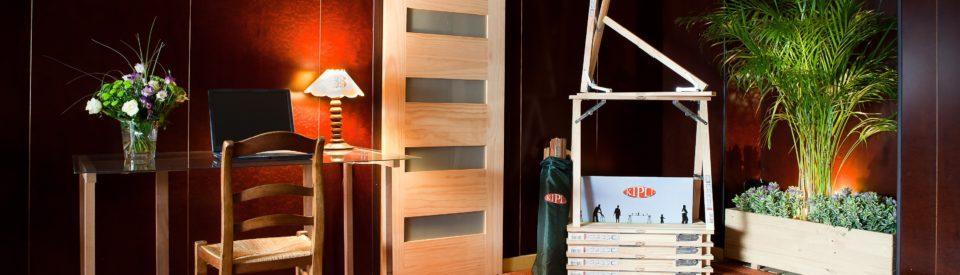 présentation produits interieur bois industrie GSB portes tréteaux bac à fleurs